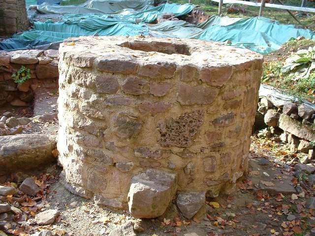 Brunnen an der Ausgrabungsstätte Kloster Einsiedel