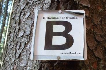 Wegmarkierung an der Birkenhainer Straße