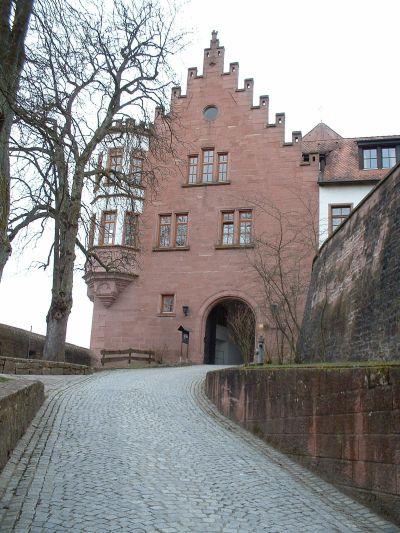 Eingang zur Burg Rieneck