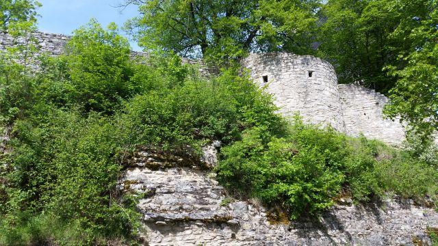 Mauern der Burgruine Treuchtlingen