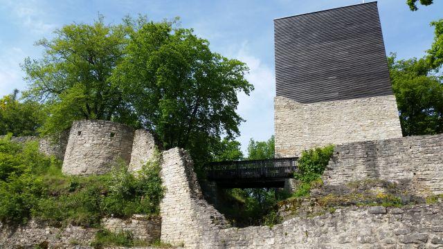 Burgruine Treuchtlingen mit Bergfried